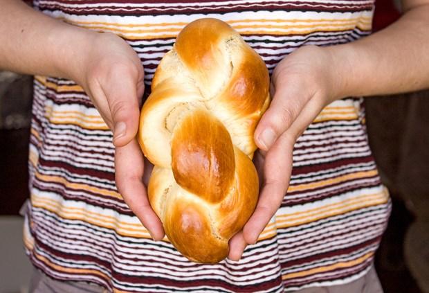 tsoureki sweet bread @eatyourselfgreek
