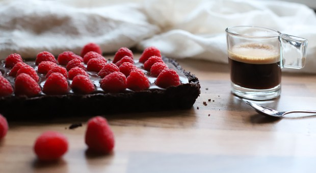 chocolate and rasberry tart @eatyourselfgreek