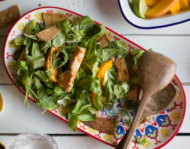 Mexican mango chicken salad for Old El Paso @eatyourselfgreek