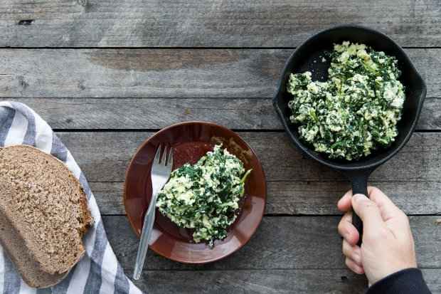 Greek yogurt and spinach scrambled eggs