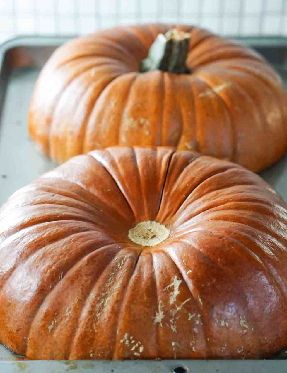 super easy and naturally healthy homemade pumpkin puree. Impress friends and family with made-from-scratch pumpkin deliciousness.