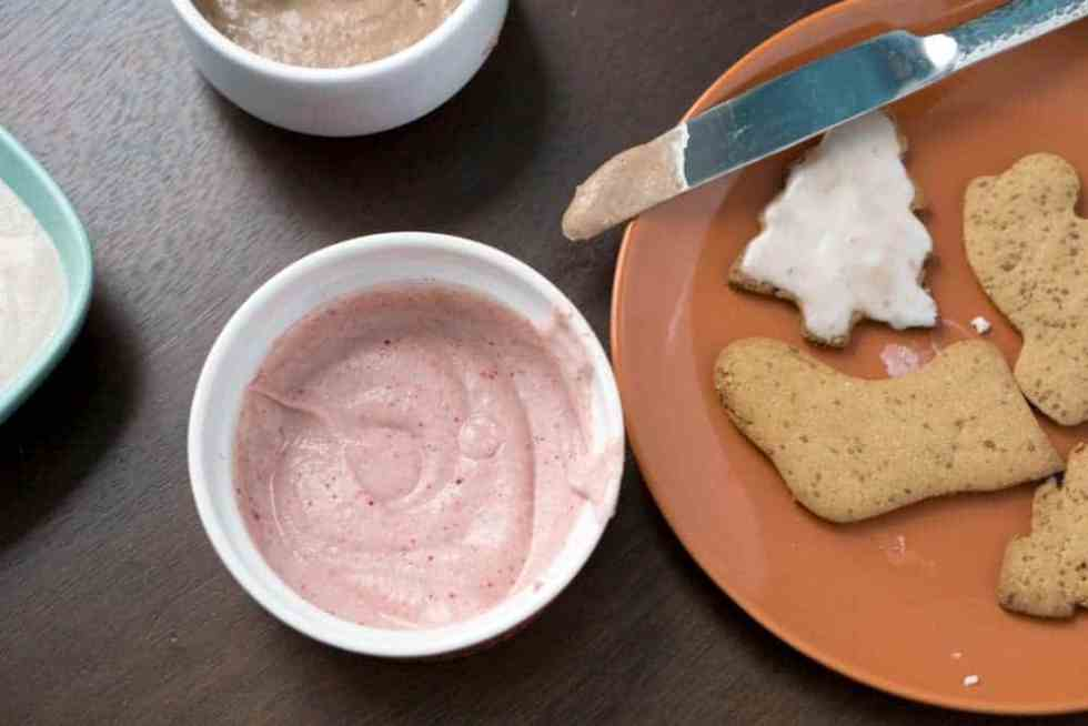 Finally, a cut-out cookie frosting without powdered sugar! With just 2 ingredients, this healthy, paleo and naturally colored blender frosting is ready in just minutes.