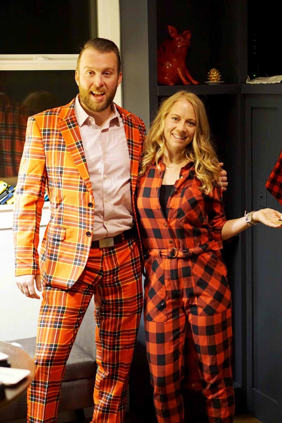 WHy brave the cold in skimpy cocktail gear when you can wear plaid inside. Indoor S'Mores, Chili Bar, Meatballs, Hummus Cukes, Champagne punch and more! Find a healthy and comforting menu for your lumberjack New Years Eve Party