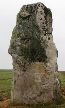 menhir-milly-glyphe