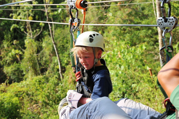 That orange rope and rubber stopper is the way they brake on this zipline!