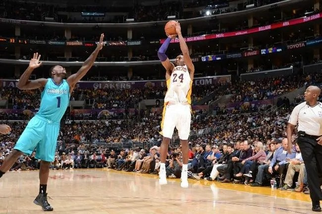 bryant-lakers-hornets