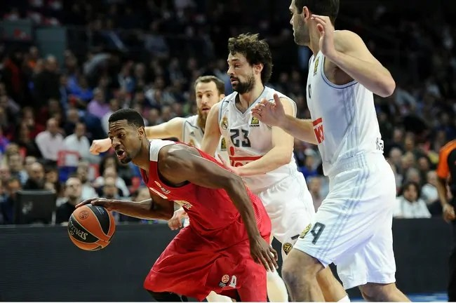 Strawberry-Real-Madrid-Olympiacos1