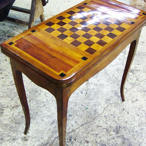 restauration d une table a jeux et sa