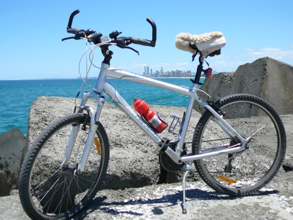 bike surfers paradise background pic