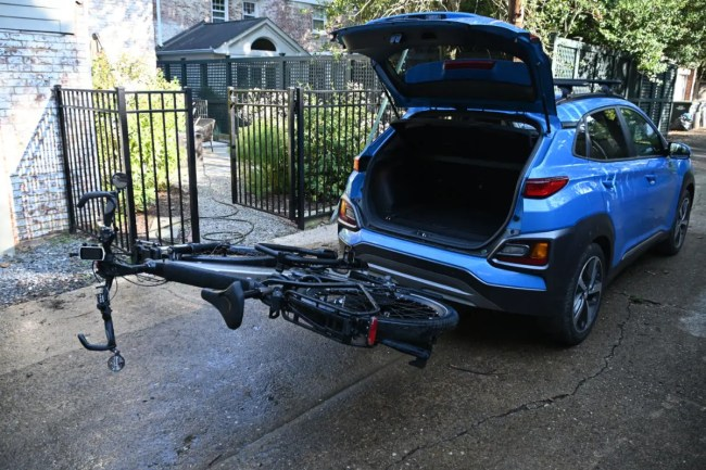 Thule Easyfold XT2 requires a hitch to be installed.