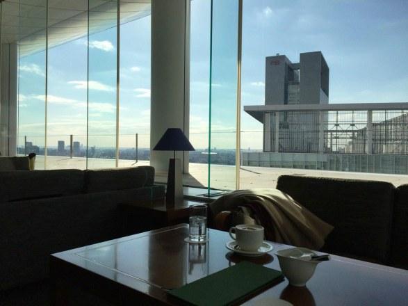 【新宿】眺めの良いカフェラウンジ「サウスコート」は打ち合わせで使える万能カフェ。(小田急ホテルセンチュリーサザンタワー20階)