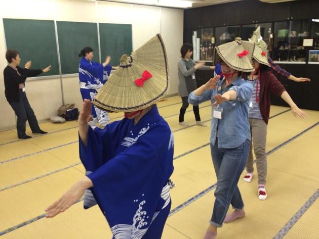 佐渡おけさを踊っているところ