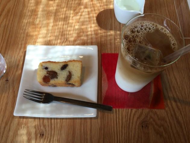 アイスカフェオレとパウンドケーキ