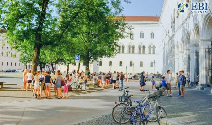 Khuôn viên Đại học Ludwig Maximilian (LMU)