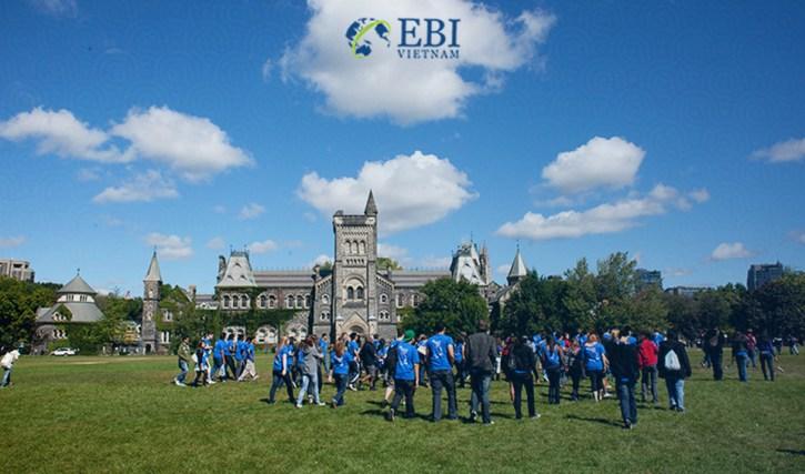Buổi ngoại khóa trong khuôn viên trường Đại học Toronto