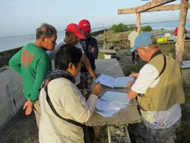 Discussing the route with boatmen