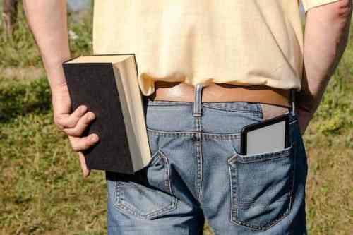Alcatel Magic Flip: 4-Zoll-eReader liest eBooks vom Smartphone (c) Engadget