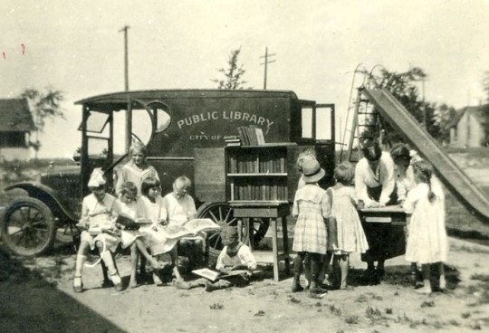 Libraries on wheels - Bookmobile 12