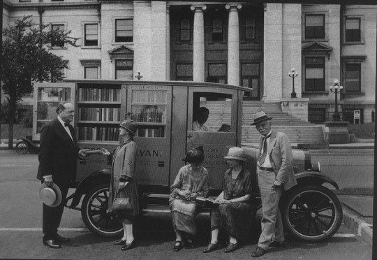 Libraries on wheels - Bookmobile 6