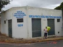 Igreja Pentecostal Uma Porta para a Salvação (cuidado que ela vai cair!)