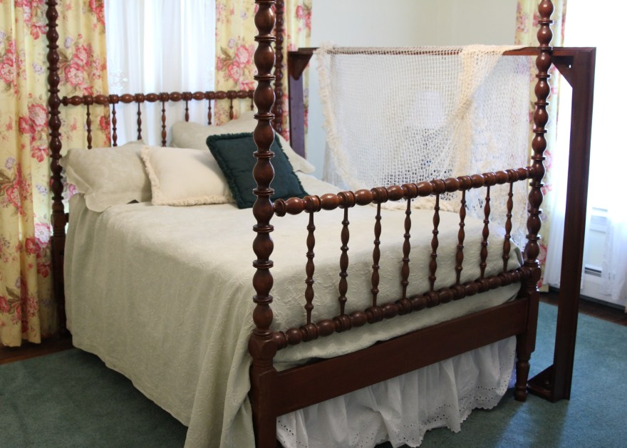 jenny lind four poster bed with trundle and canopy