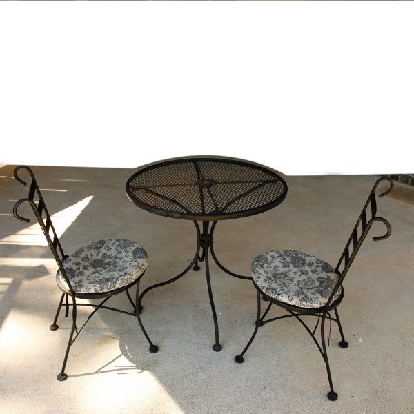 Vintage Plantation Patterns Wrought Iron Patio Table and Chairs   EBTH Vintage Plantation Patterns Wrought Iron Patio Table and Chairs