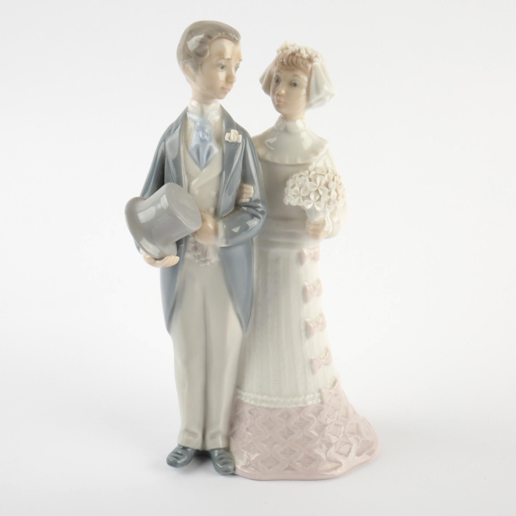 Lladr     Bride and Groom Porcelain Wedding Cake Topper   EBTH Lladr     Bride and Groom Porcelain Wedding Cake Topper