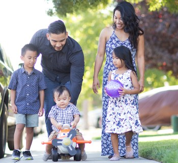 The Diaz family: parents and OSU Ecampus students Albert and Samantha with their three children.