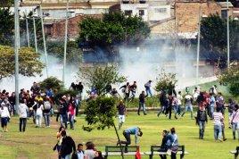 Parque Tercera Milenio se convirtió en un lugar de refugio hasta que la policía nos persiguió con más gas lacrimógeno. Traté de contar cada gases lanzados, pero dejé de contar después de 15.