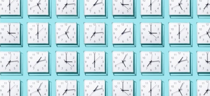 Photo showcasing numerous analog clocks all presenting different times. This is to represent the idea of a short period of time, 4-7 seconds, that you have to grab someones attention.