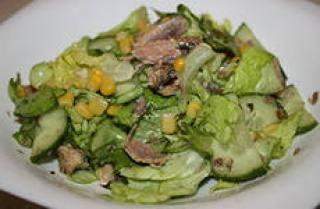 insalata di tonno con cetriolo e mais