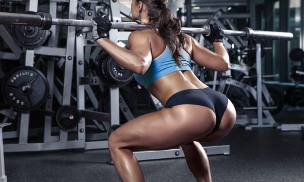 Diversi tipi di squat che aiutano a dimagrire e a sbarazzarsi di mal di schiena