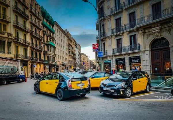 Your Guide to Public Transport in Barcelona - How to get around