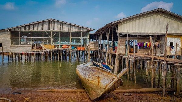 boat dock Indonesia