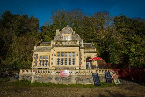Swanbourne Lodge