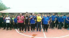 Pasukan futsal bersama Tn. Pegawai Perhubungan Sekolah PPD Kuala Terengganu dan Pengetua SMKBB