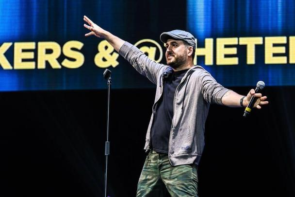 Brian Quinn on stage; Still is single without girlfriend