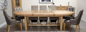 Super oval solid oak extending table with two stowable leaves