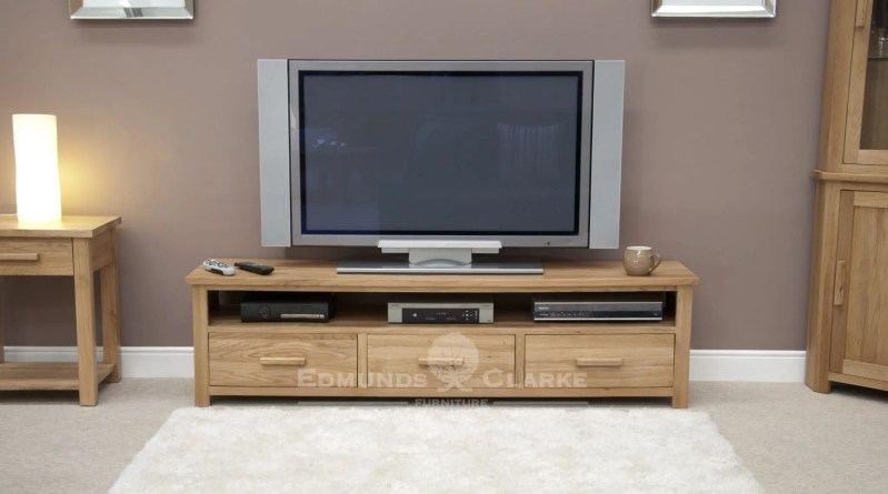 Bury solid oak tv unit - extra wide . 3 handy drawers and space under for media units
