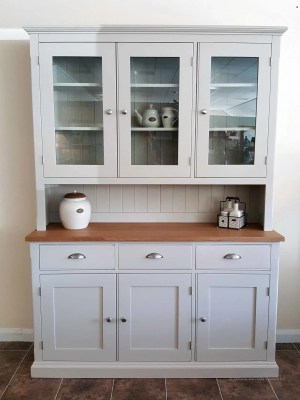 Edmunds Painted 5ft half glazed dresser. square oak top on sideboard with 3 drawers and 3 doors, chrome cup handle and knobs. Adjustable shelves.choice of handles. EDM023