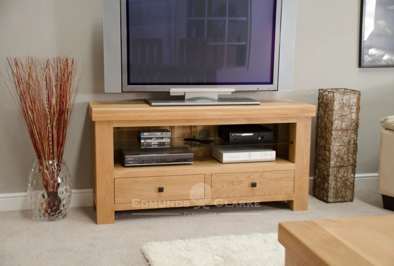 Hadleigh solid oak chunky tv unit. light lacquered oak finish with black rustic square knobs and chunky 70mm top