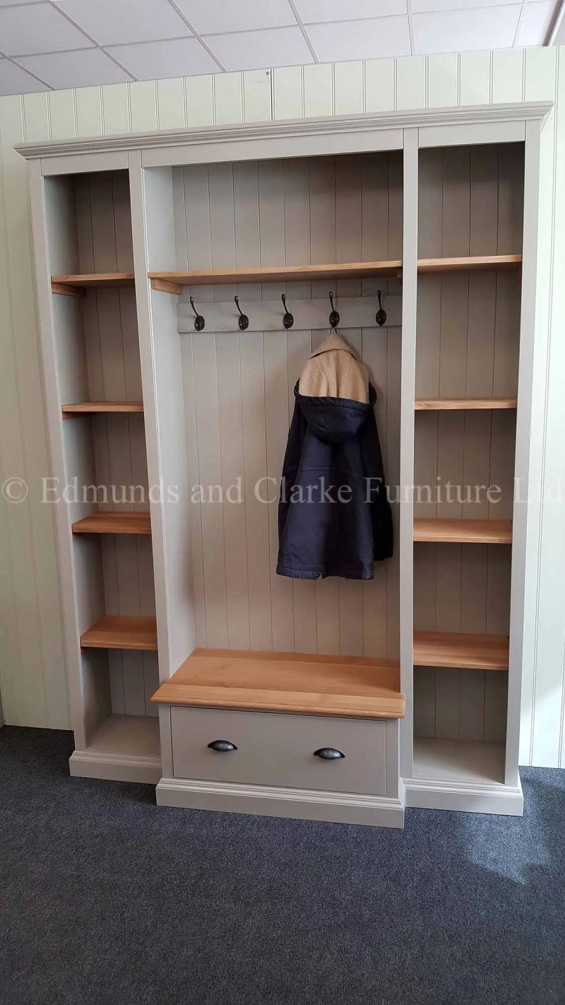 Bespoke hallway for shoes and storage