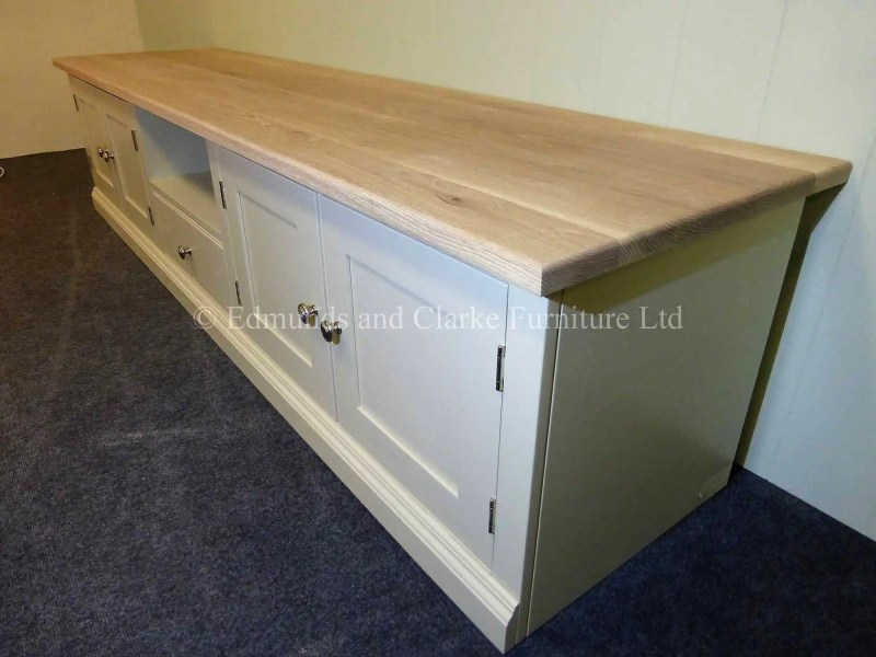 Made to measure television wide painted entertainment unit