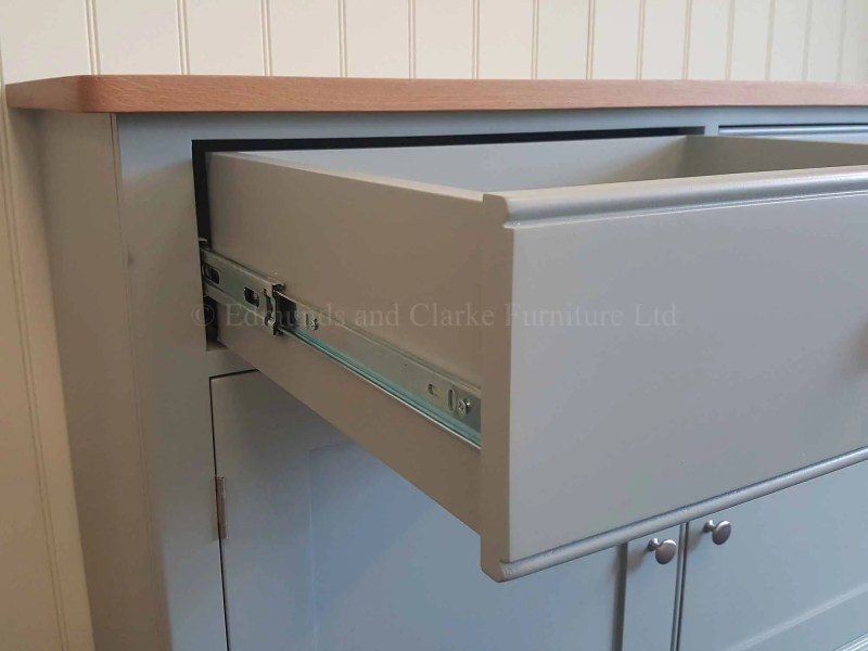 Full extension drawer runner, fitted to drawer