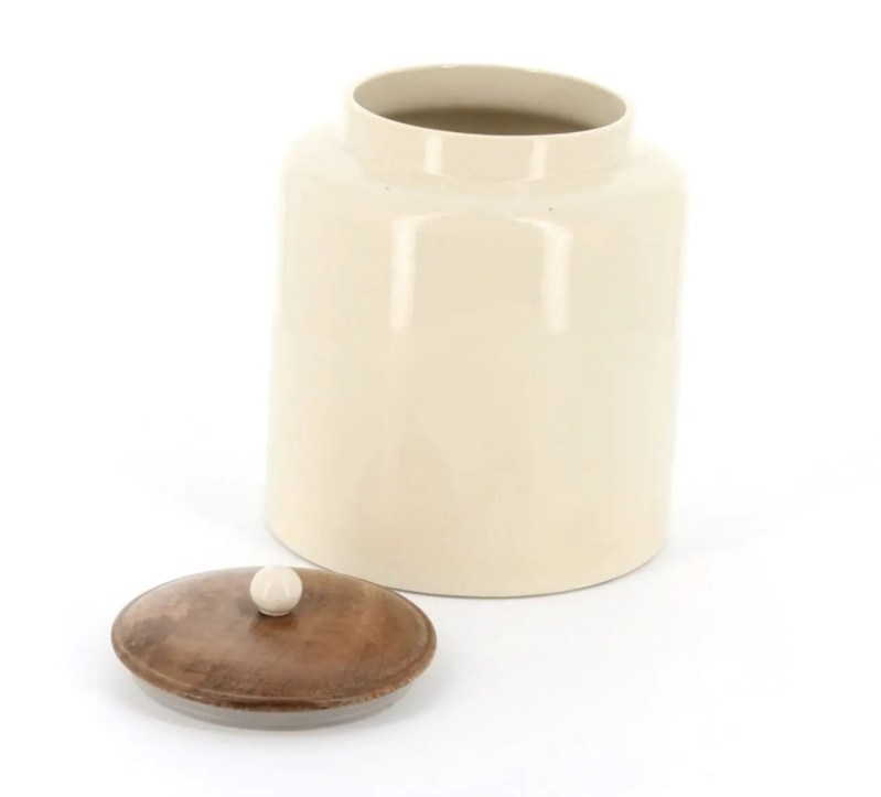 Country kitchen Small round store with wooden lid, ceramic knob, lid off