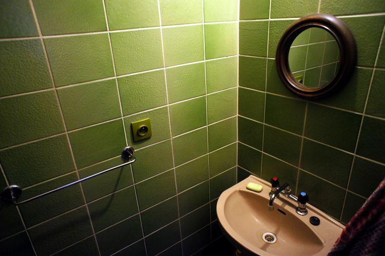 Jakie płytki dla posiadaczy małych łazienek?