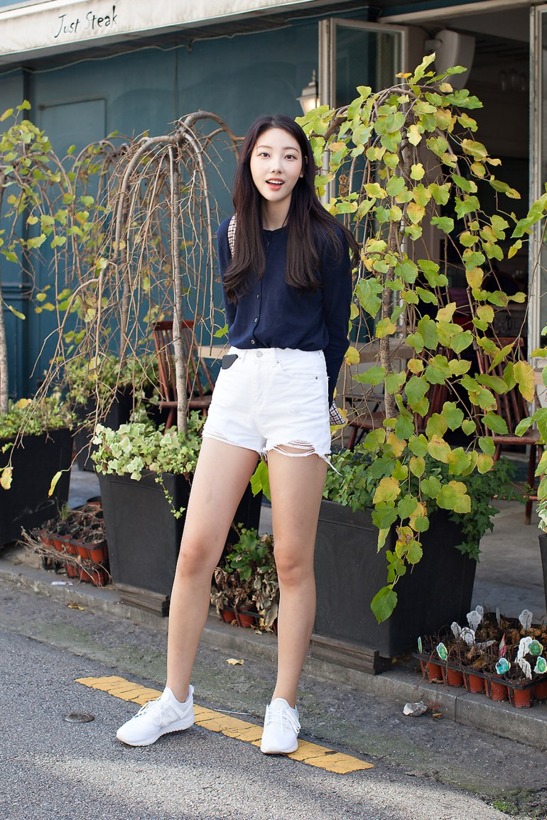 An Yewon, Street Fashion 2017 in Seoul.jpg