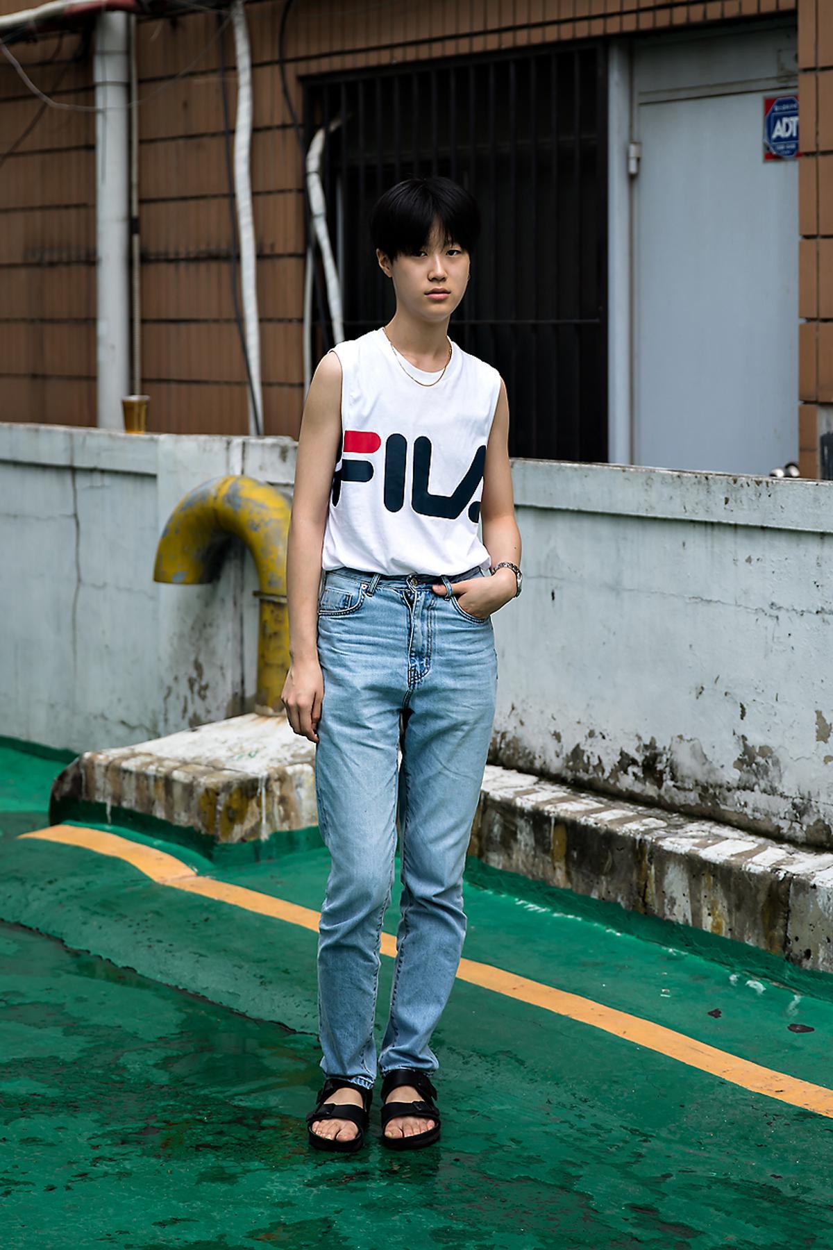 Kim Doyeon, Street Fashion 2017 in Seoul.jpg