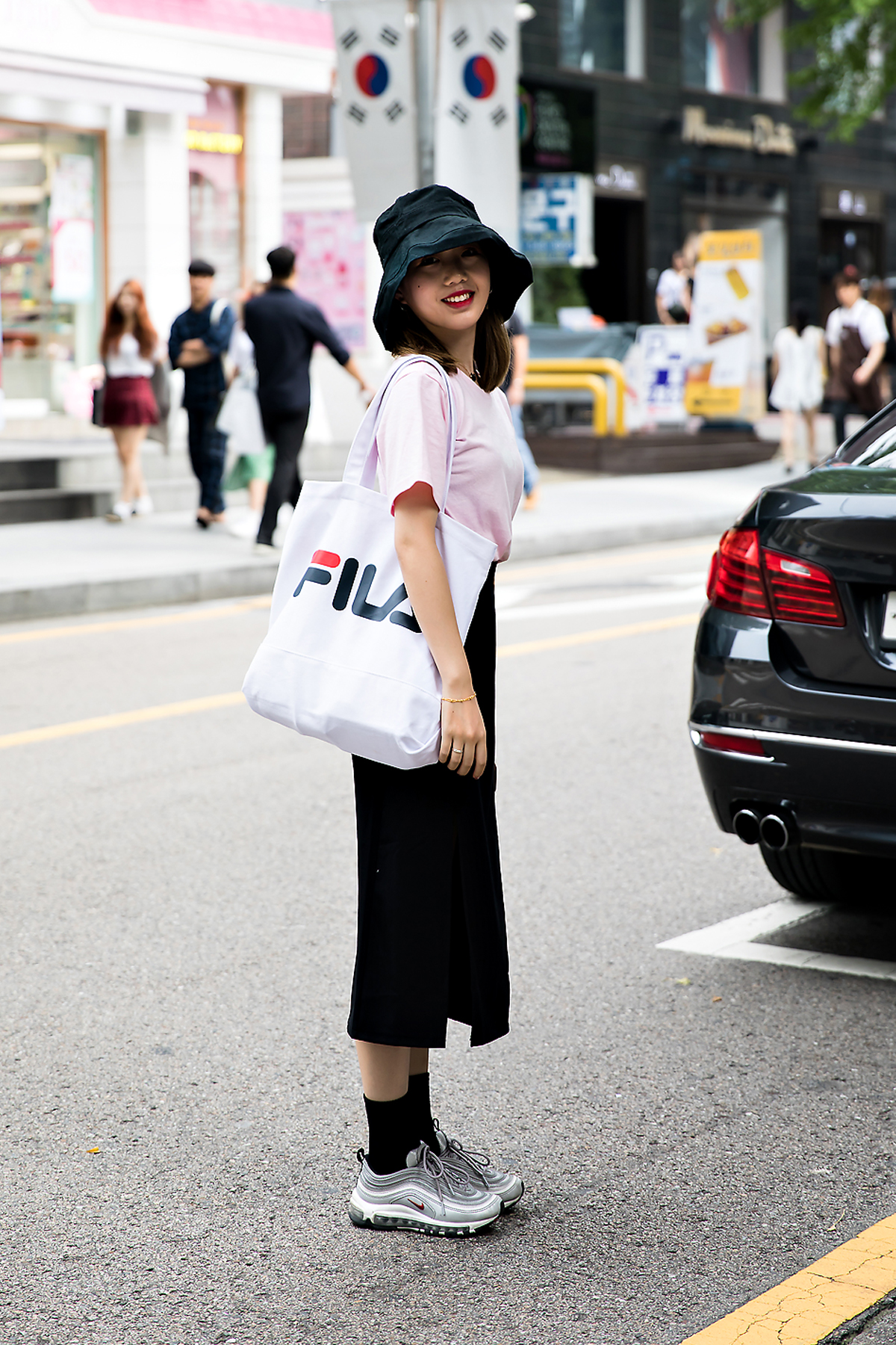 SUNZHOUYA, Street Fashion 2017 in Seoul.jpg
