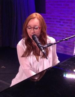 Tori Amos Singing